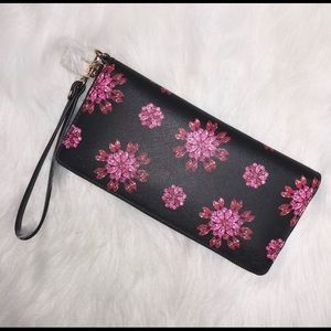 New Michael Kors Jet Set Floral Wallet 💕